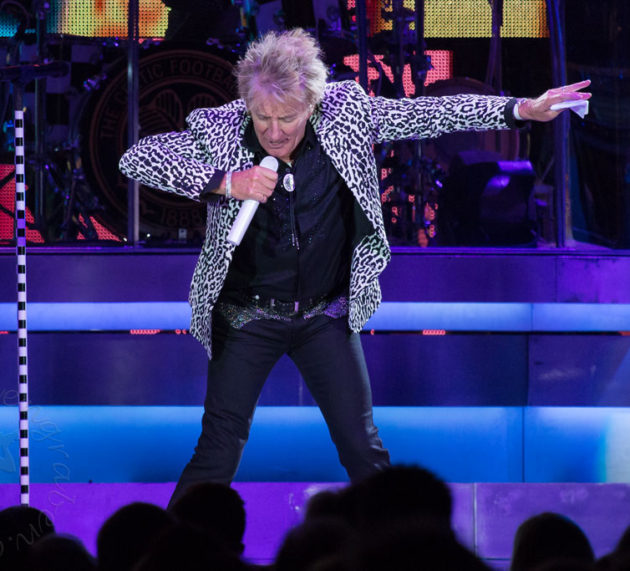 Rod Stewart drückt der Schuh !!!