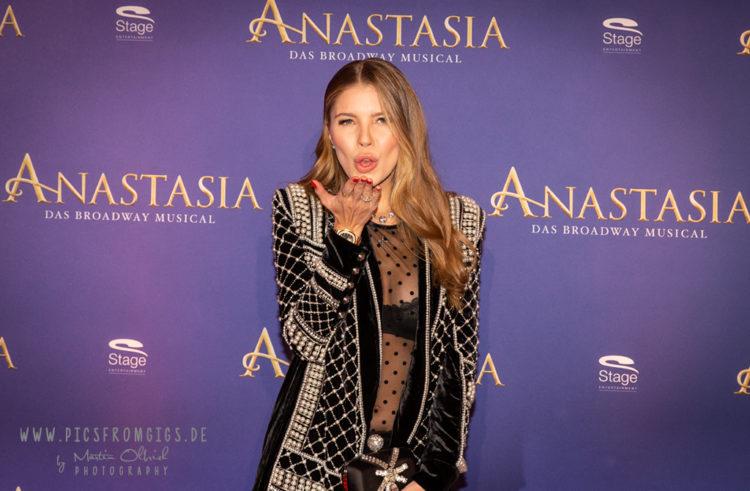 Premiere von Anastasia in Stuttgart. Schaulaufen der Promis auf dem roten Teppich