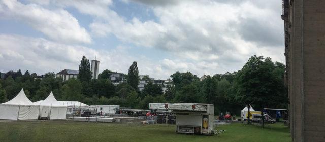 Der Aufbau für LIVE AM VIADUKT in Bietigheim-Bissingen läuft.