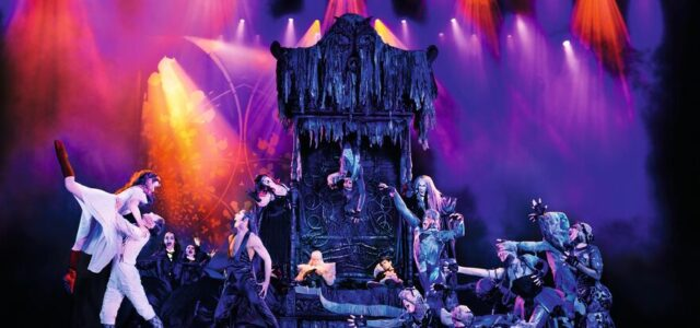 Tanz der Vampire beenden 19 monatige Zwangspause in den Musical-Locations in Stuttgart.